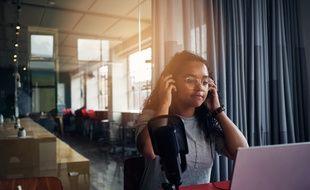 Les podcasts tendent à viser des auditeurs plus jeunes et des publics plus divers.