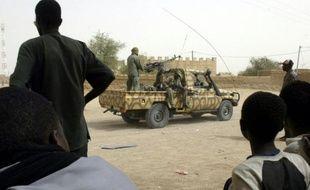 """Les affrontements de Ménaka ont fait mardi fait """"plusieurs morts et blessés"""" du côté des rebelles, selon le gouvernement malien, """"un mort"""" au sein de l'armée malienne qui a fait intervenir des hélicoptères de combat pour bombarder les positions des Touareg."""