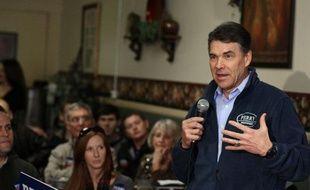 Le candidat à l'investiture républicaine pour la présidentielle de novembre Rick Perry a annoncé jeudi qu'il abandonnait la course à la Maison Blanche, apportant son soutien à l'ancien président de la Chambre des représentants, Newt Gingrich.