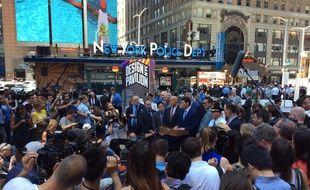 Le maire de New York, Bill de Blasio, et le chef de la police, James O'Neill, ont écarté la piste terroriste après un incident de la circulation qui a fait 1 mort et 22 blessés à Times Square, le 18 mai 2017.