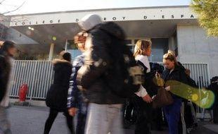 Comment réagir quand des jeunes armés pénètrent dans un collège? Face à une fusillade? A l'Institut national des hautes études de la sécurité et de la justice (INHESJ), à Paris, des chefs d'établissements scolaires sensibles apprennent à gérer des situations de crise.
