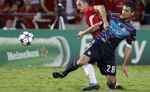 L'attaquant israélien Ben Sahar, en septembre 2010 contre Lyon, à tel Aviv.