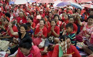 Les «chemises rouges», qui supportent l'ancien Premier ministre thaïlandais Thaksin Shinawatra, manifestent pacifiquement à Bangkok, le 21 mars 2010.