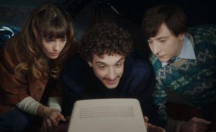 Noémie Schmidt (Stéphanie), Paul Scarfoglio (Toni) et Arthur Mazet (Simon) campent les héros de « 3615 Monique ».