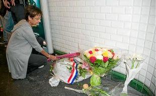 Mercredi, un dépôt de gerbes a été organisé à la station Crimée, à Paris.
