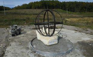 Monument hommage à Rémi Fraisse, le 20 octobre 2015, à Lisle-sur-Tarn, dans le sud-ouest de la France