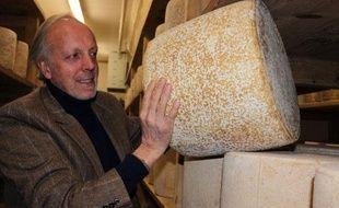 La famille Bonal affine et vend le fromage à Aurillac (Cantal) depuis les années 1950.