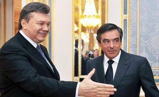 François Fillon et le président ukrainienViktor Yanukovichlors de la conférence des donateurs pour Tchernobyl, à Kiev, le 19 avril 2011.