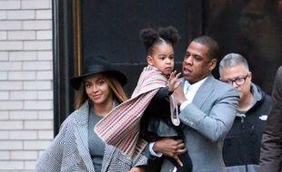 La chanteuse Beyoncé et Blue Ivy Carter dans les bras de son père, le rappeur Jay-Z