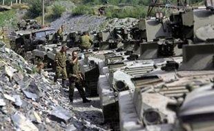 Une armée toujours très présente jeudi sur le terrain en Ossétie du Sud mais aussi en territoire auparavant sous contrôle géorgien autour de la république séparatiste.