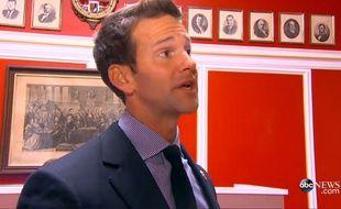 Aaron Shock dans son bureau au Capitole, filmé par la chaîne ABC News.