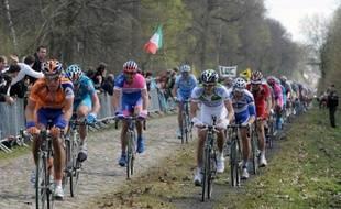 """Le passage de Paris-Roubaix le 8 avril prochain dans la trouée d'Arenberg, haut-lieu de la """"reine des classiques"""" cyclistes, est menacé, a-t-on appris vendredi auprès de l'organisation de la course (ASO)."""