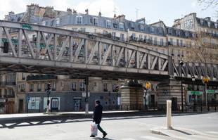 31 mars 2020, métro Barbès - Rochechouart, à Paris, lors du premier confinement.