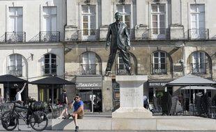 «Eloge du pas de côté», œuvre de Philippe Ramette pour le Voyage à Nantes.