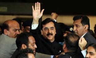 La Cour suprême du Pakistan a ordonné mardi la destitution du Premier ministre Yousuf Raza Gilani, condamné pour avoir refusé de rouvrir des poursuites pour corruption contre le président Asif Ali Zardari, une décision qui affaiblit le pouvoir déjà fragile du chef de l'Etat.