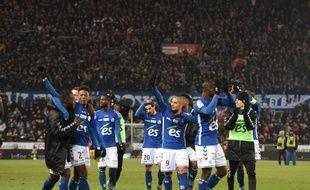 Les Strasbourgeois portaient tous des manches longues face au froid lors de la victoire contre le PSG (2-1) au tout début du mois de décembre en Ligue 1.