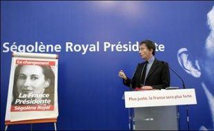 """""""L'expérience montre que lorsqu'une majorité est trop massive, elle finit par perdre la mesure, elle finit par commettre des abus"""", a-t-il expliqué sur France 2."""