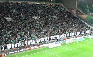 """La banderole """"2 minutes pour montrer aux Qataris ce qu'ils ont fait à Paris"""" a été déployée et accompagnée d'un silence total au début d'ASSE-PSG le 31 janvier."""