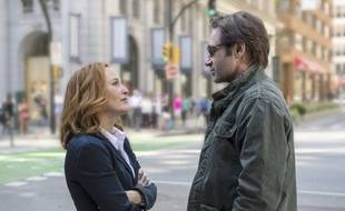 "Gillian Anderson (alias Dana Scully) et David Duchovny (alias Fox Mulder) dans la saison 10 de la série culte ""X Files""."
