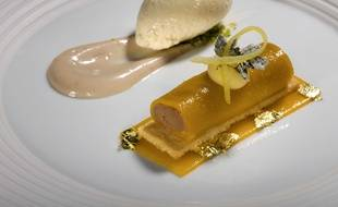 Dessert concocté par le chef couronné de trois étoiles au Michelin Claus Peter, le 15 mai 2008 à  Baiersbronn en Allemagne.