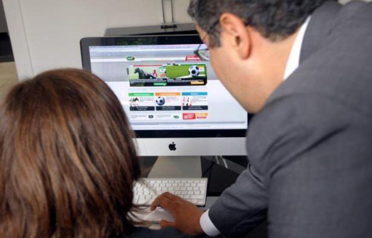 """""""Fraude et triche ne riment pas obligatoirement avec paris sportifs"""", assure mercredi dans un entretien exclusif à l'AFP l'Anglais Lee Simmonds, responsable des paris au PMU, à une semaine du début de l'Euro-2012. – Bertrand Langlois afp.com"""