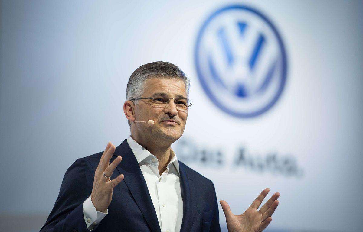 Le président de Volkswagen Amérique du Nord, Michael Horn, présente la nouvelle Passat à New York, le 21 septembre 2015. – Kevin Hagen/AP/SIPA
