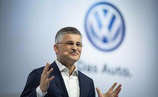 Le président de Volkswagen Amérique du Nord, Michael Horn, présente la nouvelle Passat à New York, le 21 septembre 2015.