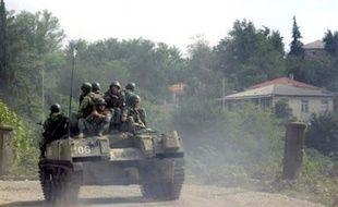 L'incertitude sur le retrait russe de Géorgie persistait mardi malgré un départ très médiatisé d'un convoi de blindés alors que l'Otan réunie d'urgence pour soutenir Tbilissi a durci le ton contre Moscou.