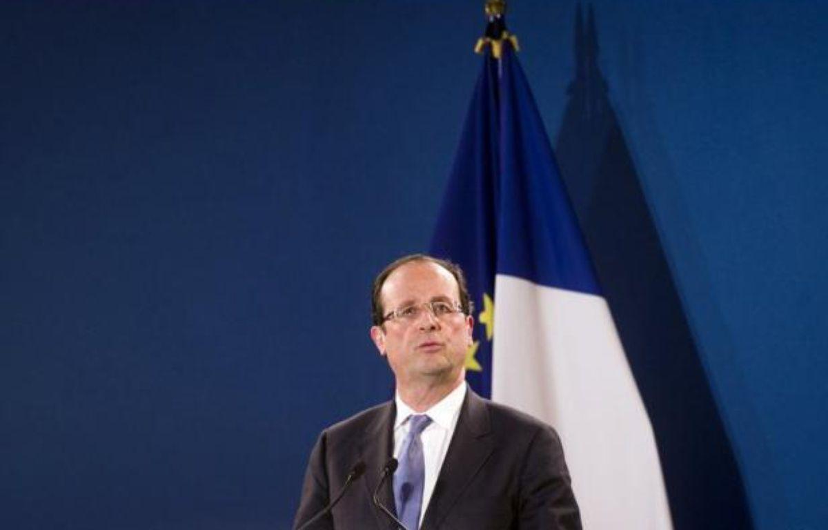 François Hollande (31,5%) devancerait de 5,5 points Nicolas Sarkozy (26%) au premier tour de la présidentielle, tandis que Marine Le Pen (16%) et François Bayrou (12%) seraient nettement derrière, selon un sondage TNS Sofres pour le Nouvel Observtateur et i-TELE publié mercredi et réalisé après l'intervention télévisée du chef de l'Etat. – Fred Dufour afp.com