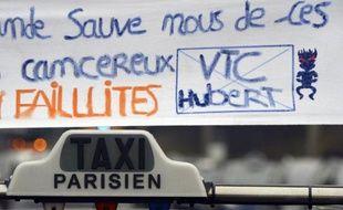 Manifestation de taxis contre la concurrence des VTC, et plus spécialement de l'application Uber, le 15 décembre 2014 près du Bourget, en région parisienne