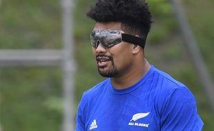 Le Néo-Zélandais Ardie Savea, dont la vue de l'oeil gauche s'est dégradée, portera désormais des lunettes lors des matchs.