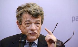 Jean-Louis Borloo, président de l'UDI, a démenti jeudi avoir, lors de son séjour d'un mois à Bercy en mai 2007, orienté vers le choix d'une procédure d'arbitrage pour régler le dossier Tapie-Adidas.
