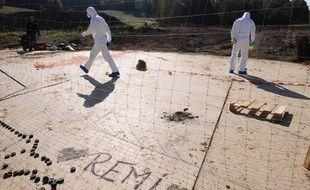 Des experts sur le site où est mort le manifestant en marge des manifestations contre le barrage de Sivens, le 27 octobre 2014.