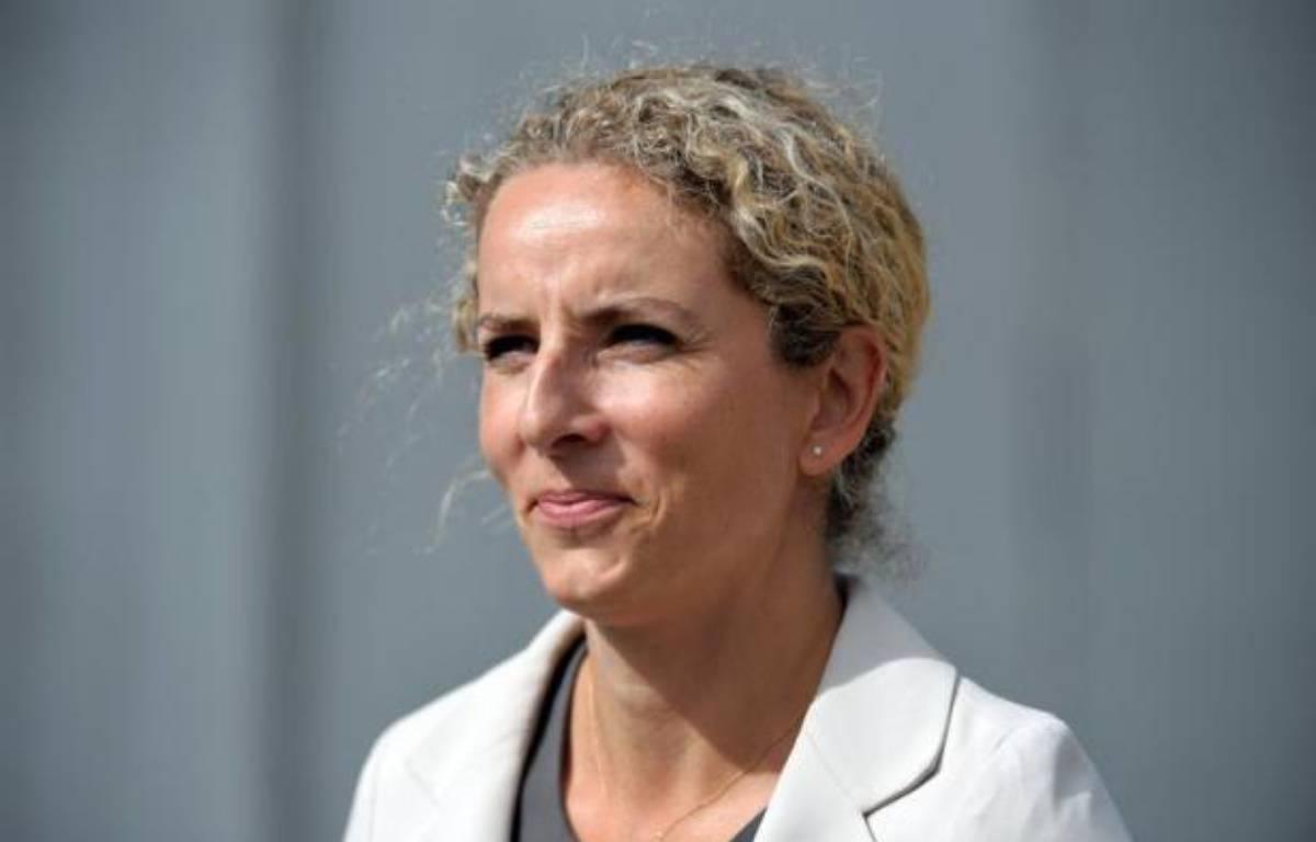 """La ministre de l'Ecologie et de l'Energie Delphine Batho a démenti catégoriquement mercredi que le gouvernement s'apprête à """"entrouvrir la porte"""" à l'exploration expérimentale des gaz de schiste, comme le laissait entendre un article paru dans le Figaro. – Eric Piermont afp.com"""