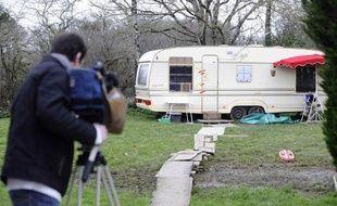 Un cameraman filme, le 24 janvier 2011 à Arthon-en-Retz, une caravanne dans le  jardin du domicile où a été interpellé Tony Meilhon, le principal suspect aux  yeux de la justice, dans l'affaire de la disparition de la jeune Laetitia  Perrais.