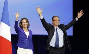 Ségolène Royal et François Hollande, réunis sur la scène du Parc des Expositions de Rennes, mercredi 4 avril, dans le cadre d'un meeting du candidat socialiste à la présidentielle.