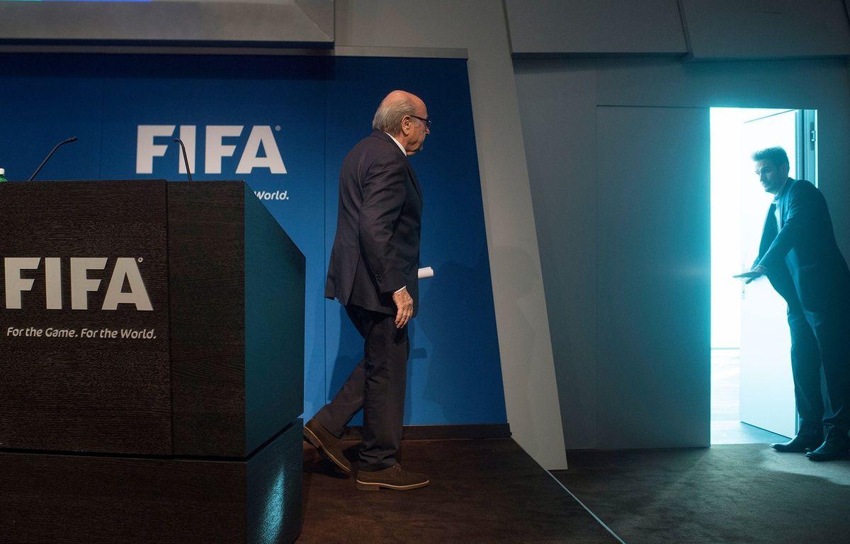 Sepp Blatter, président de la Fifa, alors qu'il vient d'annoncer sa prochaine démission, le 2 juin 2015.  – VALERIANO DI DOMENICO / AFP