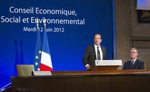 Le Conseil économique, social et environnemental (Cese), dont le président François Hollande a souhaité mardi renforcer le rôle, se veut la voix de la société civile mais à l'instar d'autres institutions consultatives, il reste peu audible et insuffisamment employé.