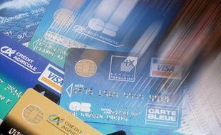 Céline a dû rendre son chéquier et sa carte bancaire (image d'illustration)