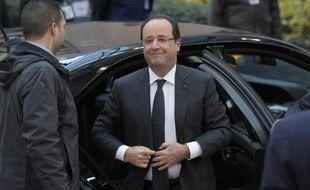 Le président français François Hollande a appelé l'Europe à soutenir financièrement les opérations militaires françaises en Afrique, à son arrivée jeudi au sommet européen de Bruxelles.