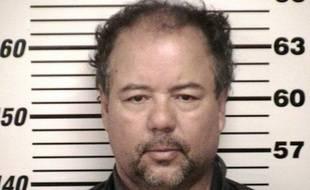 """Ariel Castro, inculpé pour avoir séquestré et violé trois femmes pendant une dizaine d'années dans sa maison de Cleveland, est bien le père d'une fillette née en captivité, ont confirmé vendredi les autorités, la fille du suspect confiant vivre un """"film d'horreur""""."""