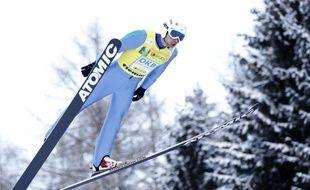 Le Français Jason Lamy-Chappuis, champion olympique et du monde, a remporté la deuxième penalty race (course à handicap) de la saison de Coupe du monde de combiné nordique, vendredi à Val di Fiemme (Italie), en devançant l'Allemand Björn Kircheisen et le Norvégien Mikko Kokslien.
