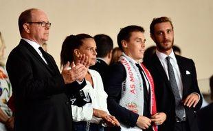 Louis Ducruet (avec l'écharpe de Monaco) edevient le conseiller de Vadim Vasilyev.