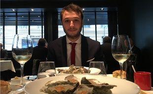 Notre lecteur William B devant les huîtres de Guy Savoy au Chiberta