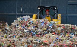Très peu de produits en plastique sont recyclés rapportent les scientifiques. Ici, une usine de recyclage à Toluca dans l'état de Mexico le 27 avril 2016