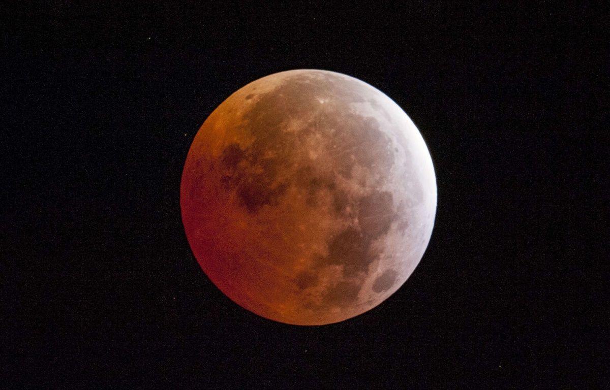 Une éclipse de Lune capturée depuis la Californie, le 4 avril 2015. – SIPANY/SIPA