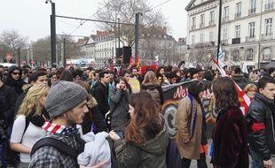 De nombreux jeunes, lycéens et étudiants, sont présents dans la manifestation.
