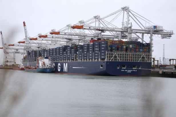 Premi re escale en france du plus grand porte conteneurs au monde - Les plus grand port du monde ...