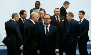 François Hollande au milieu de dirigeants le 30 novembre 2015 au Bourget