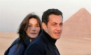 Nicolas Sarkozy a souhaité la fin des 35 heures en 2008 et laissé entendre qu'il pourrait épouser Carla Bruni, affichant une volonté de réforme et de rupture intacte, lors d'une conférence de presse-fleuve mardi à l'Elysée.